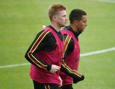 El belga Kevin De Bruyne dice que su compañero Eden Hazard puede hacer un gran trabajo en cualquier equipo. (Foto Prensa Libre: AFP)