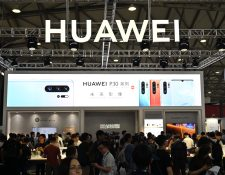 Usuarios de Huawei tendrán acceso normal a las apps de Facebook. (Foto Prensa Libre: AFP)