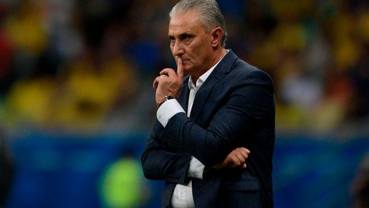 El entrenador de Brasil, Tite, asegura que a su equipo le hizo falta presionar al portero rival. (Foto Prensa Libre: AFP)