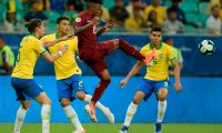 Venezuela's Jhon Murillo (2-R) is marked by Brazil's Filipe Luis (L), Thiago Silva (2-L) and Casemiro during their Copa America football tournament group match at the Fonte Nova Arena in Salvador, Brazil, on June 18, 2019. (Photo by Juan MABROMATA / AFP)