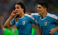 Uruguay's Edinson Cavani (L) celebrates with teammate Luis Suarez after scoring against Chile during their Copa America football tournament group match at Maracana Stadium in Rio de Janeiro, Brazil, on June 24, 2019. (Photo by Mauro PIMENTEL / AFP)