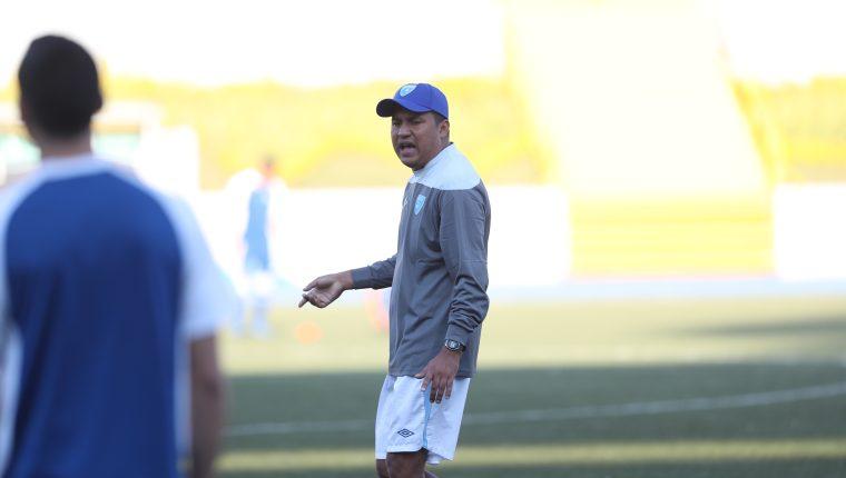 El estratega de la Azul y Blanco ha seguido de cerca todos los partidos de la Copa Oro 2019, a la que Guatemala no logró clasificar por estar suspendida por la Fifa (Foto Prensa Libre: Edwin Fajardo)