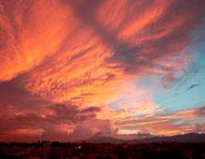 Atardecer en la capital guatemalteca este lunes por la tarde. (Foto Prensa Libre: Hemeroteca PL)