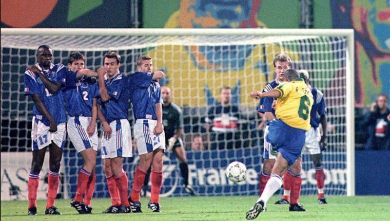 Roberto Carlos marcó el gol que hasta la fecha ha sido considerado como imposible. (Foto redes).