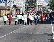Manifestación en la Calzada Roosevelt se dirige a El Trébol. (Foto Prensa Libre: La Red).