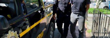 Uno de los capturados por posible caso corrupción en la Dideduc de Alta Verapaz. (Foto Prensa Libre: PNC).