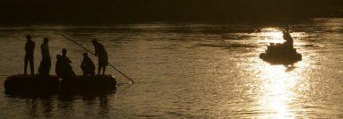 El río Suchiate, entre México y Guatemala, es uno de los puntos más utilizados por los migrantes centroamericanos en su paso hacia EE. UU. (Foto Prensa Libre: EFE)
