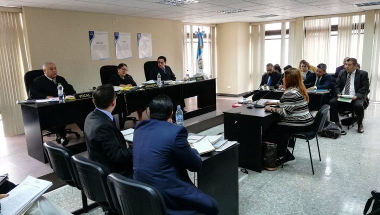 La exdiputada del cancelado Partido Patriota (PP) y extitular del Registro General de la Propiedad, Anabella de León declaró ante el Tribunal. (Foto Prensa Libre: Kenneth Monzón)
