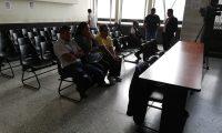 Los extécnicos aduaneros Carlos Ixtuc Cuc, Gilda Marina Maldonado García y el exadministrador de aduana, Melvin Gudiel Alvarado de León, volvieron a prisión. (Foto Prensa Libre: Kenneth Monzón)