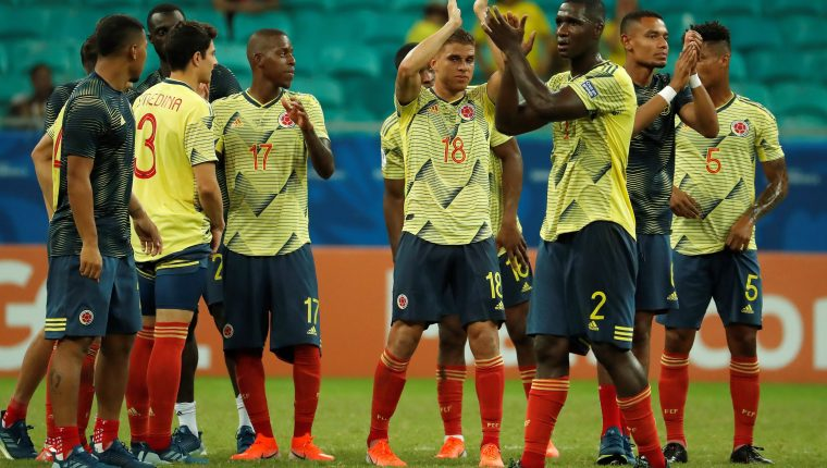 Jugadores de Colombia al final del partido contra Paraguay del Grupo B de la Copa América de Fútbol 2019. (Foto Prensa Libre: EFE)