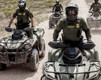 Agentes de la Patrulla Fronteriza durante sus labores de reconocimiento en una fotografía de archivo. (Foto Prensa Libre: @CBPSanDiego)