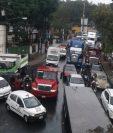 Congestionamiento en ruta al Atlántico. (Foto Prensa Libre: @CordovaAracely).