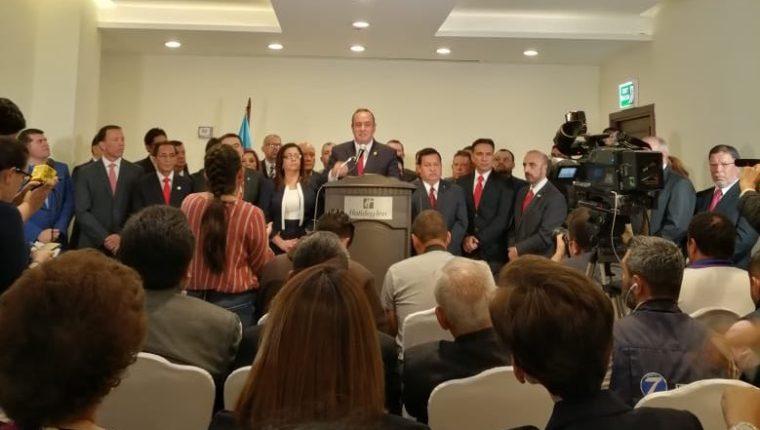 Alejandro Giammattei presenta a su posible equipo de gobierno. (Foto Prensa Libre: @DrGiammattei).