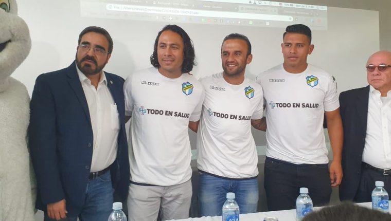 Agustín Herrera, José Manuel Contreras y Alejandro Galindo durante su presentación. (Foto Prensa Libre: Francisco Sánchez).