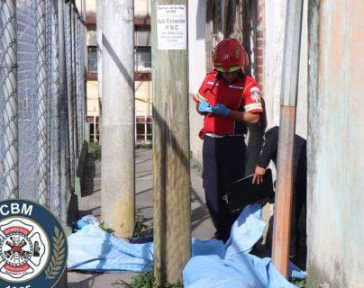 Lugar donde fueron asesinados los dos jóvenes. (Foto Prensa Libre: CBM).