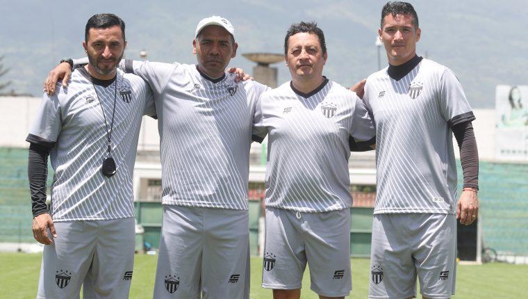 Los mexicanos César Ángeles, José Reyes, Roberto Montoya y Néstor García forman el nuevo cuerpo técnico de Antigua GFC (Foto Prensa Libre: Edwin Fajardo)