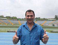 Mauricio Tapia, técnico de Comunicaciones, está feliz de compartir más con la familia. (Foto Prensa Libre: Hemeroteca PL)