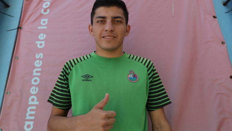 El delantero Hárim Quezada luce ilusionado en su nuevo equipo Municipal. (Foto Prensa Libre: Francisco Sánchez).