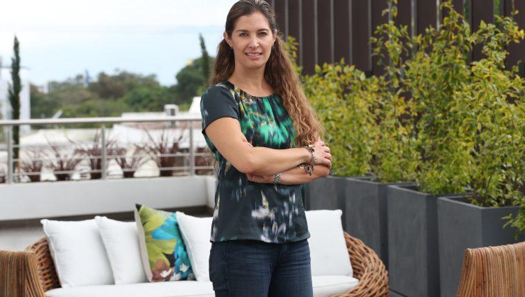 Jaqueline Sherman, directora comercial de Ubica Desarrollos, comparte su visión sobre el papel de la mujer en el mundo inmobiliario y las claves que la han llevado a escalar en una empresa familiar. (Foto Prensa Libre: Raúl Juárez)
