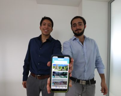 Este guatemalteco convirtió una amarga experiencia en una aplicación para viajar por el país
