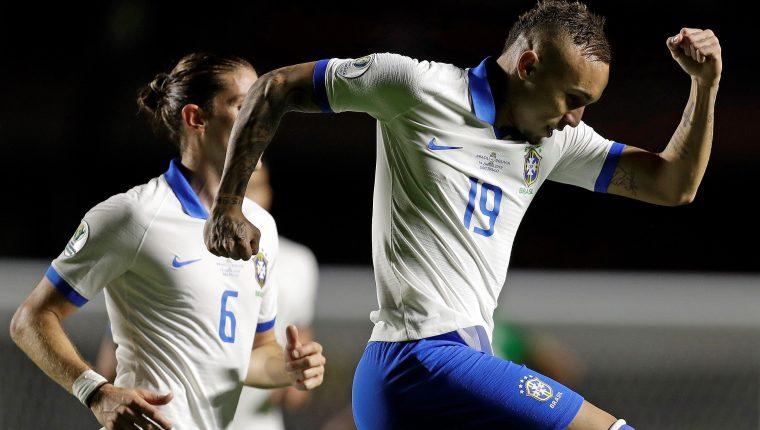 Everton celebra luego de haber anotado en el partido inaugural entre Brasil y Bolivia del grupo A en la Copa América 2019, en el estadio Morumbí de Sao Paulo (Foto Prensa Libre: EFE)