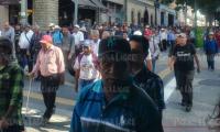 Exmilitares que pide resarcimiento se desplazan por la zona 1 hacia el Ministerio de Finanzas. (Foto Prensa Libre: Esbin García).