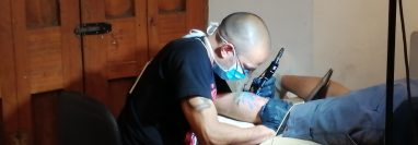 Este sábado los amantes de los tatuajes pueden acudir a Casa No´j a partir de las 10 horas. (Foto Prensa Libre: María Longo)