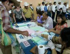 Los guatemaltecos favorecieron con su voto a varios alcaldes que continuarán al frente de sus comunas. (Foto, Prensa Libre: Hemeroteca PL).