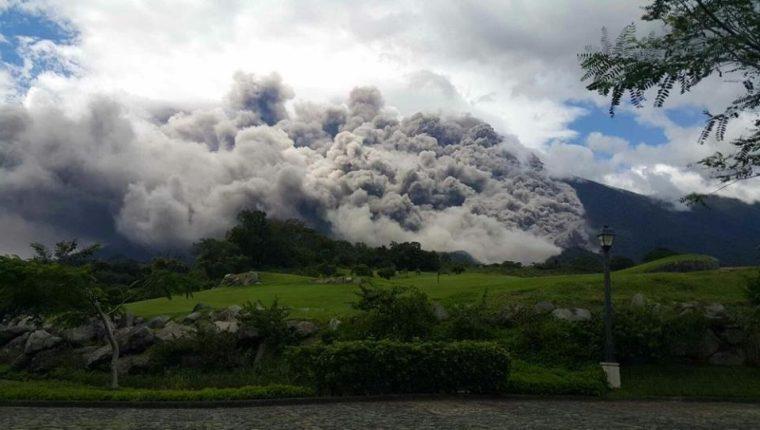 Vista de la erupción del Volcán de Fuego desde áreas aledañas,  en junio del 2018. (Foto, Prensa Libre: Hemeroteca PL).