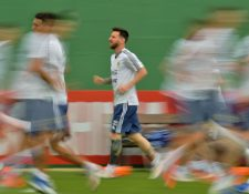 Lionel Messi captado en un entrenamiento con la Selección de Argentina, en Río e Janeiro, previo al duelo contra Venezuela. (Foto Prensa Libre: AFP).