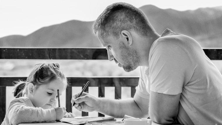 Los niños tienen derecho de conocer y convivir con su padre siempre que no represente ningún riesgo. Foto Pixabay.com