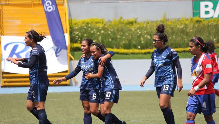 Unifut Rosal tomó la ventaja en el primer juego de la final femenina. (Foto Prensa Libre: Luis lópez)