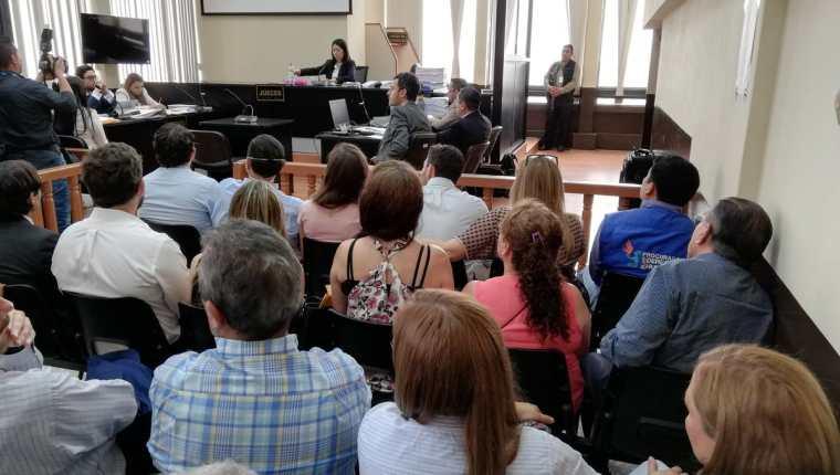 La audiencia de primera declaración a Luis Pedro Villanueva Mirón y Héctor Adolfo Cifuentes se realizó en el Juzgado de Mayor Riesgo D. (Foto Prensa Libre: Kenneth Monzón)