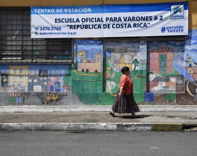 Los guatemaltecos acuden a las urnas este 16 de junio para elegir a sus autoridades. (Foto Prensa Libre: AFP)
