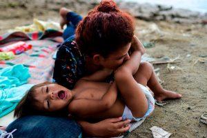 El presidente de Estados Unidos, Donald Trump, ha indicado que penalizará a México con  tasas impositivas si no se frena la migración a ese país. Foto Prensa Libre: AFP