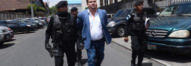 Después de haber comparecido en un tribunal, Gary Othoniel Paredes Mazariegos fue enviado a la cárcel Mariscal Zavala. (Foto Prensa Libre: Kenneth Monzón)