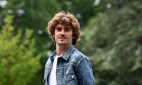 France's forward Antoine Griezmann arrives at the French national football team training base in Clairefontaine-en-Yvelines on May 29, 2019 as part of the team's preparation for the UEFA Euro 2020 qualifying Group H matches against Turkey and Andorra. (Photo by FRANCK FIFE / AFP)