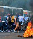 Estudiantes de la Universidad Autónoma de Honduras también protestan en Tegucigalpa contra el gobierno de Juan Orlando Hernández. (Foto Prensa Libre: AFP)