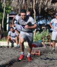 Carlos Kamiani Félix da su máximo esfuerzo en uno de los trabajos que se hicieron durante el primer turno de este miércoles. (Foto Prensa Libre: Raúl Juárez)