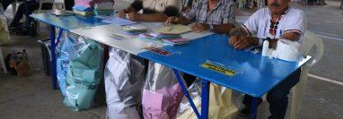 Mesas electorales en Izabal. (Foto Prensa Libre: Donny Steward)