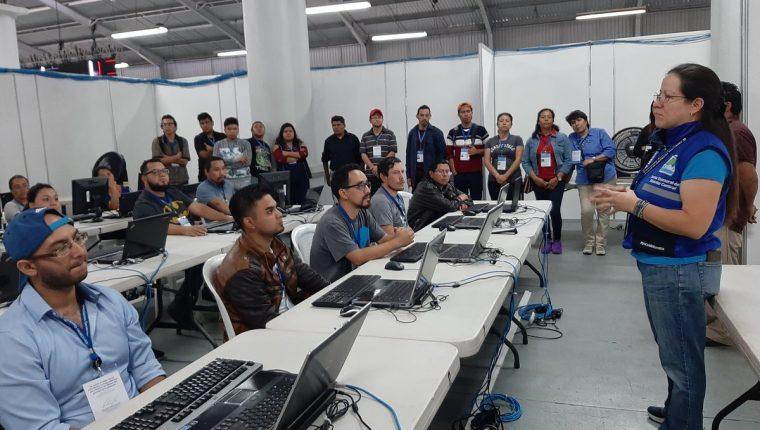 Junta Electoral del Distrito Central efectúa un simulacro de sistematización de datos. (Foto Prensa Libre: Andrea Domínguez).
