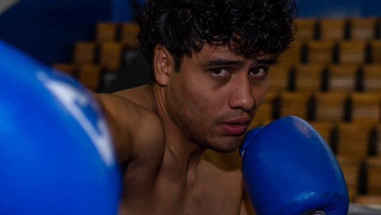 El púgil nacional Léster Martínez, volvió a ser protagonista en Tijuana, esta vez venció a Luis Jiménez. (Foto Prensa Libre: Mynor Mazariegos)