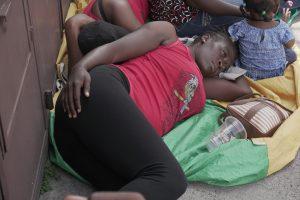 La incertidumbre causa aflicción entre los migrantes. Foto Prensa Libre: Luisa Laguardia