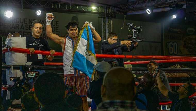 El Púgil nacional sigue en ascenso y lleva dos combates ganados desde que inició su vda profesional. (Foto Prensa Libre: Latin Arms Promotion)