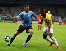 Matías Vecino sufrió una lesión en el muslo derecho y queda fuera de la Copa América 2019. (Foto Prensa Libre: AFP).