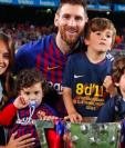 La familia Messi Roccuzzo celebra el título de Liga 26 del FC Barcelona. (Foto Prensa Libre: Instagram de @antonelaroccuzzo)