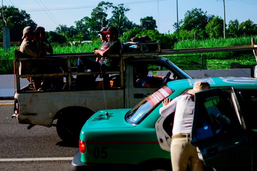 Los agentes de migración mexicanos han endurecido los registros después de la frontera entre Guatemala y México para evitar el paso de migrantes. Foto Prensa Libre: AFP