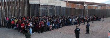 Un grupo de migrantes es detenido por la Patrulla Fronteriza de EE. UU. El incesante flujo de migrantes ha preocupado al gobierno de ese país que ahora busca que sean interceptados por Guatemala. (Foto: CBP)