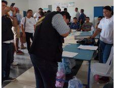 Fiscales del Ministerio Público atendieron denuncias por delitos electorales. (Foto Prensa Libre: MP)