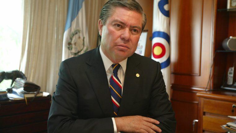 Mario Estrada, candidato presidencial de la Unidad del Cambio Nacional UCN, durante una entrevista de su perfil con Prensa Libre. Foto Erlie Castillo
